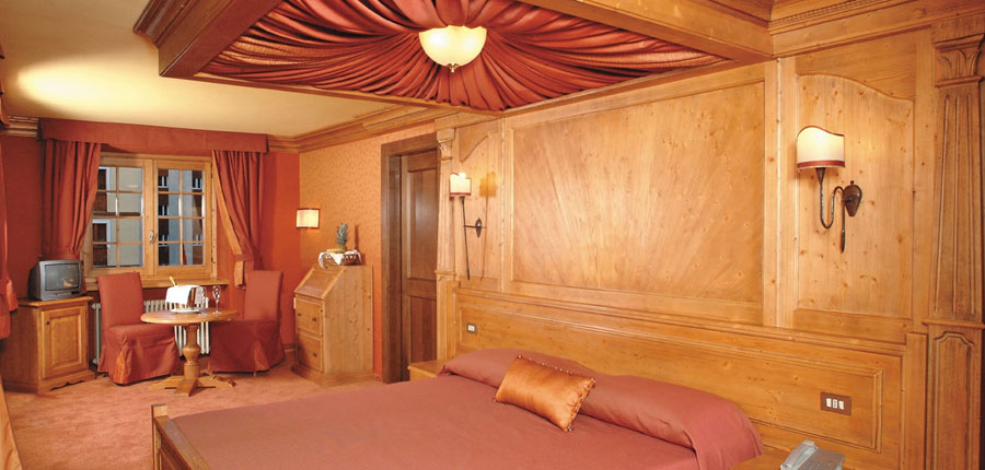 Italy_Cervinia_Hotel-Punta-Maquignaz_bedroom.jpg